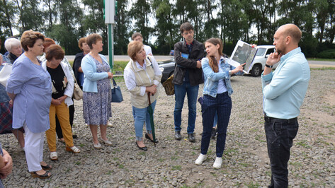 Верхнемамонцы побывали на социальных и производственных объектах соседних районов