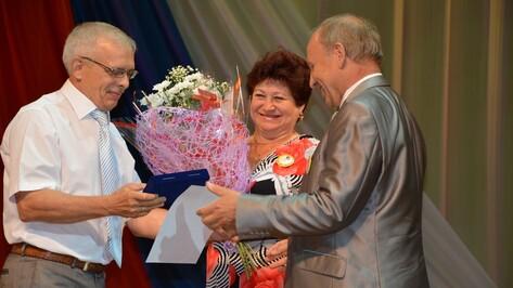 Трем россошанским семьям вручили медали «За любовь и верность»