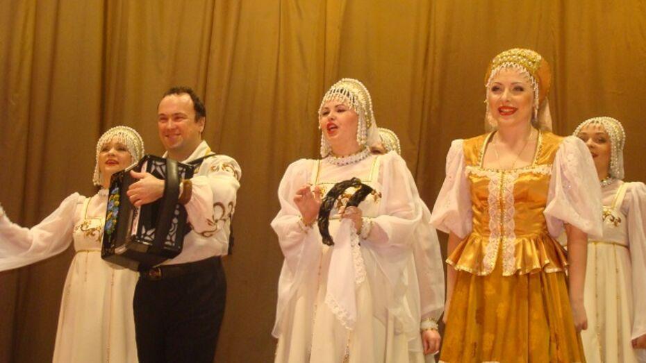 «Воронежские девчата» выступили в Новохоперске  с аншлагом