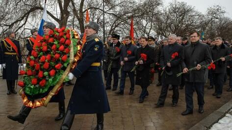 Губернатор возложил цветы к могиле Неизвестного солдата в Воронеже