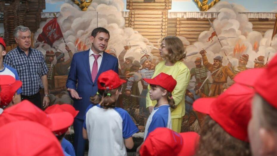 Воронежские дети-сироты и дети из приемных семей посетили музей Петровских кораблей