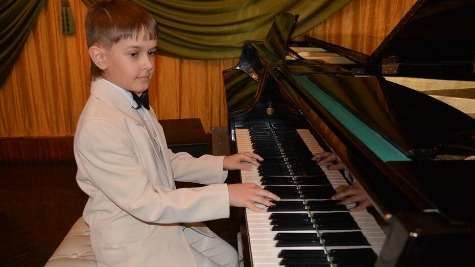 В Калаче четвероклассник дал сольный концерт фортепианной музыки