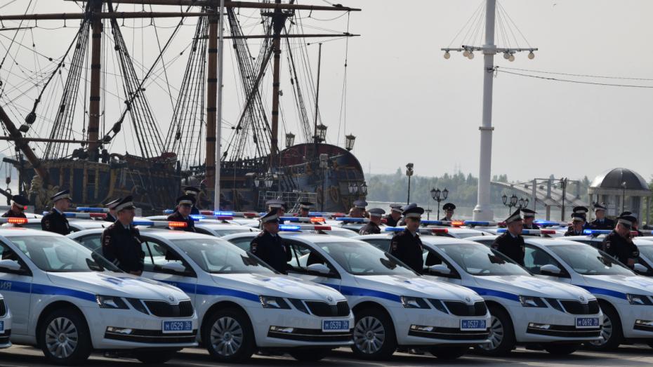 Ключи от 58 новых иномарок получили сотрудники ГИБДД Воронежской области