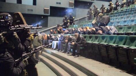 В Воронеже силовики обезвредили захвативших кинотеатр «террористов»