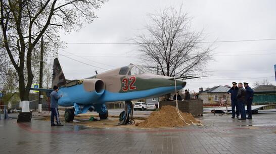 Штурмовик Су-25 установили в центре Борисоглебска