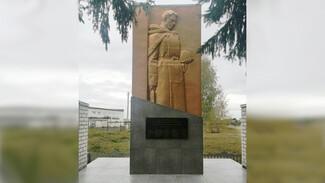 В репьевском селе Россошь отремонтировали памятник на братской могиле