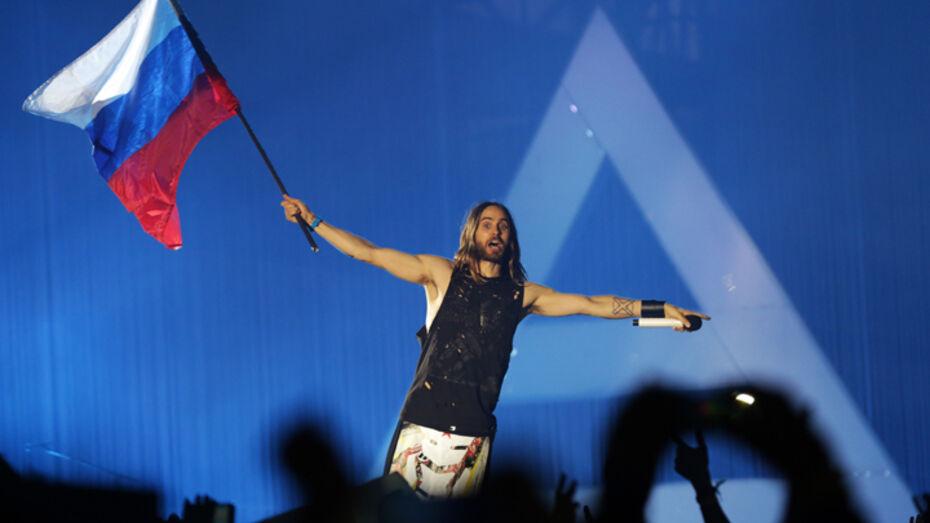 Воронежские фанаты споют для Джареда Лето песню и запустят бумажные самолетики