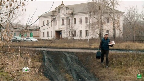Актер Сергей Астахов показал телезрителям места детства в родном селе Воронежской области