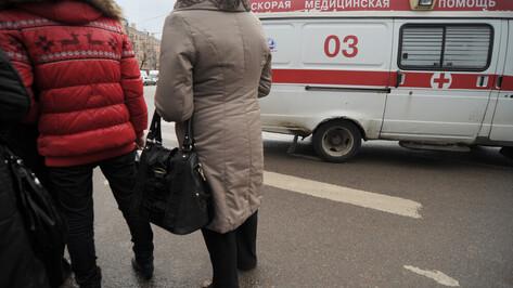 Пассажирка маршрутки попала в больницу после ДТП с Peugeot в Воронеже