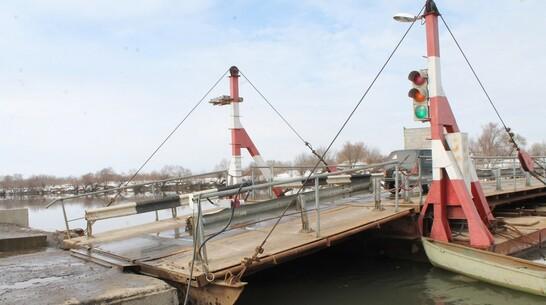 Понтонный мост из-за надвигающихся льдин развели в Хохольском районе