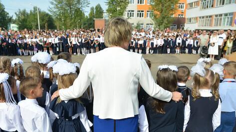 Доплату за классное руководство получили 11,6 тыс воронежских учителей