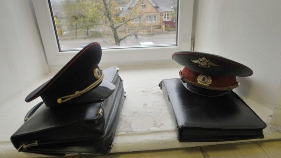 В Воронеже судят экс-полицейского, который вымогал деньги у случайного прохожего