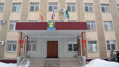 Депутаты приняли отставку главы администрации Поворинского района