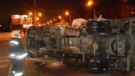 Столкновение «ПАЗа» и «Газели» в Воронеже создало серьезную пробку на Левом берегу