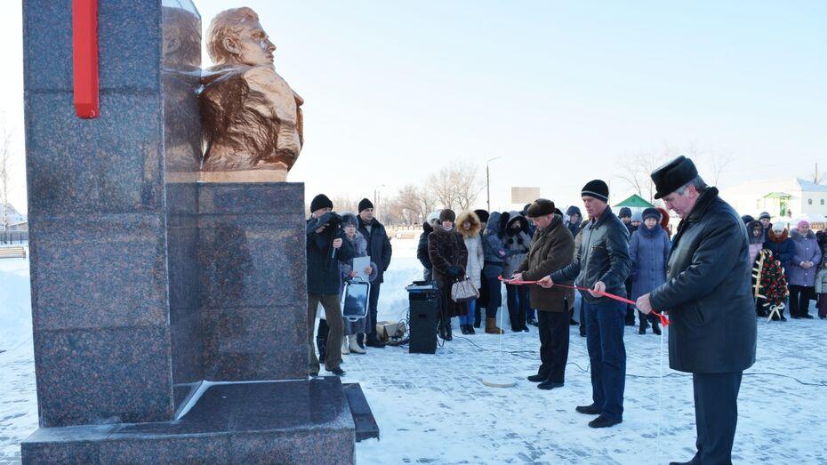 В Петропавловке после реставрации открыли памятник командиру «Молодой гвардии» Ивану Туркеничу