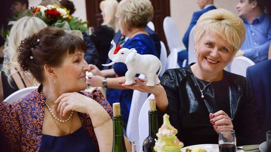 В Семилуках на рождественском балу собрали более полумиллиона рублей