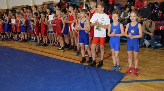 Эртильские борцы выиграли 2 золотые медали на всероссийском турнире