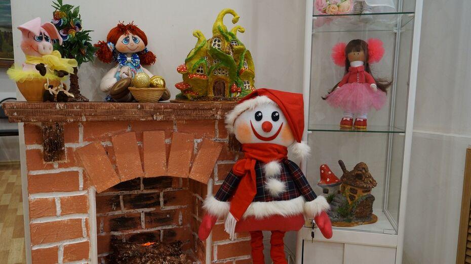 В хохольском музее «Мастера» открылась выставка «В гостях у зимней сказки»