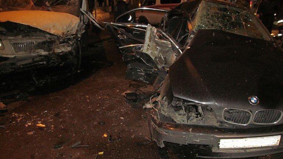 В Воронеже столкнулись BMW и «Газель»: 2 человека пострадали