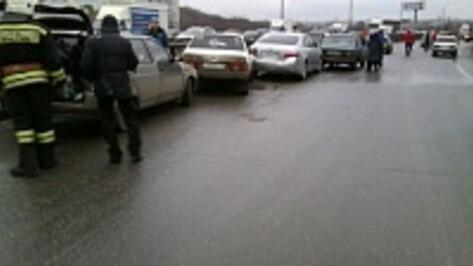 В Воронеже в масштабном ДТП на остановке Некрасова никто не пострадал