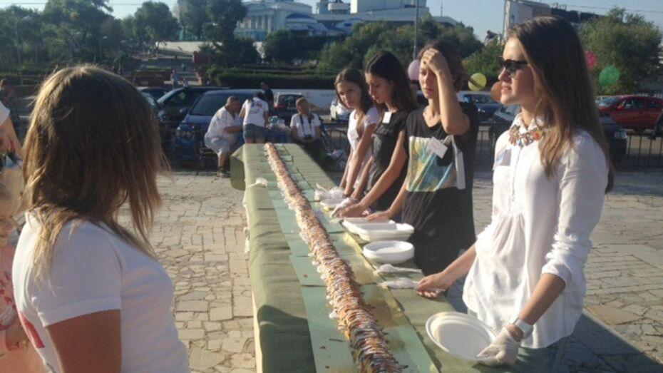 Воронежский кондитер испекла для инклюзивного фестиваля 20-метровый штрудель