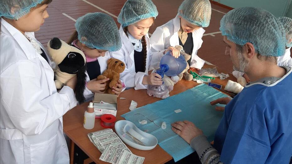 Воронежских детей через ролевые игры избавят от страха перед врачами