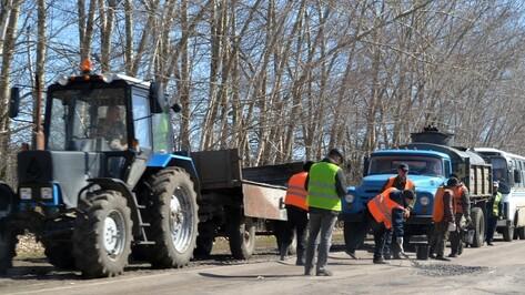 В Бутурлиновке приступили к ямочному ремонту дорог