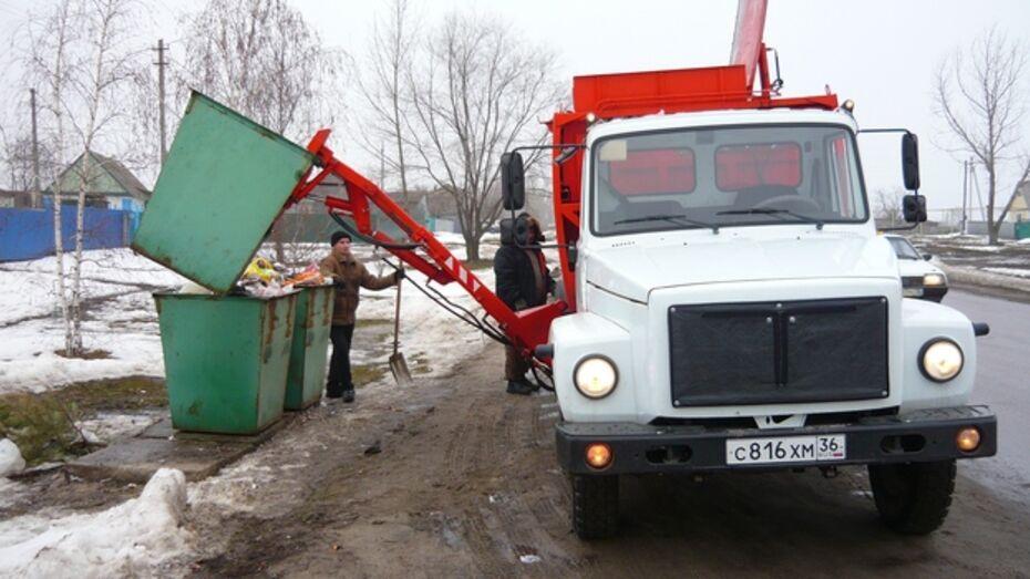 В селах Верхнемамонского района организовали сбор и вывоз мусора