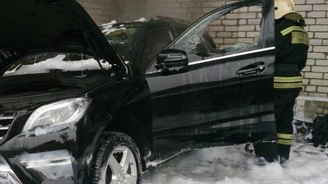 Полиция возбудила дело о поджоге Mercedes адвоката в центре Воронежа