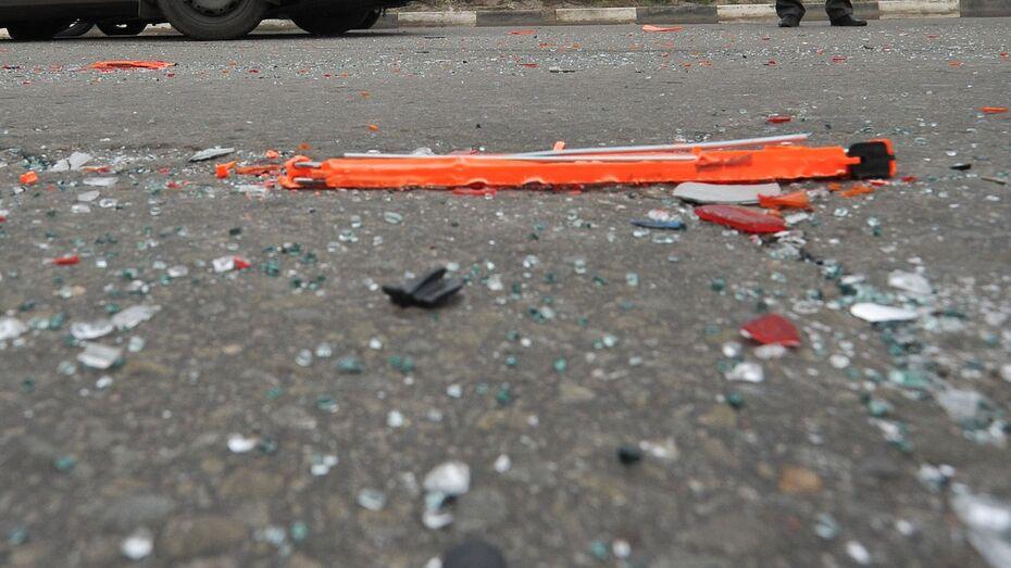 Водитель из Воронежской области врезался в стоявший автомобиль и погиб