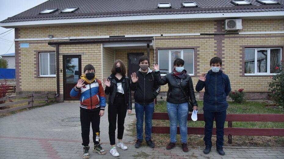Многодетной семье дали новую 2-этажную квартиру в таунхаусе под Воронежем