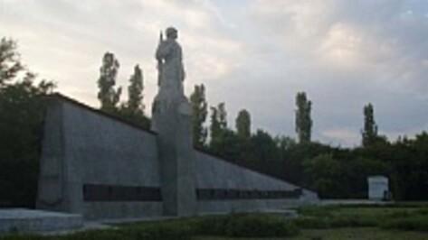 В Семилукском районе отремонтируют восемь братских могил