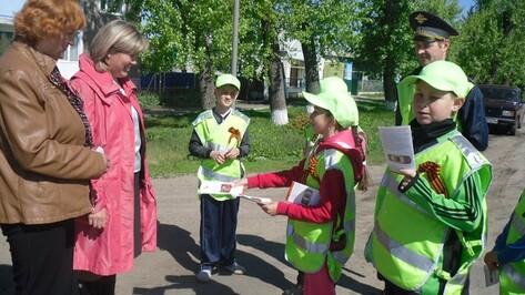 Петропавловские школьники научили жителей райцентра правильно переходить дорогу