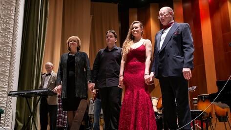 Профессор музыки дал концерт для сбора средств на лечение онкобольных воронежских детей