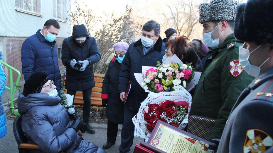 Персональный парад для 102-летнего ветерана организовали под Воронежем