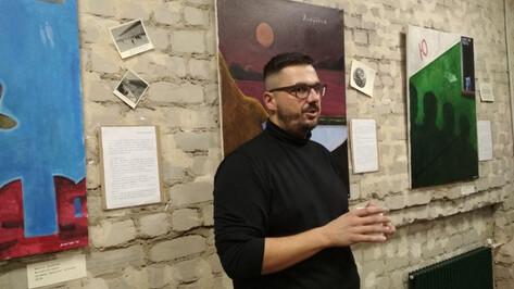 Воронежский художник создал выставку-посвящение поэме «Москва – Петушки»