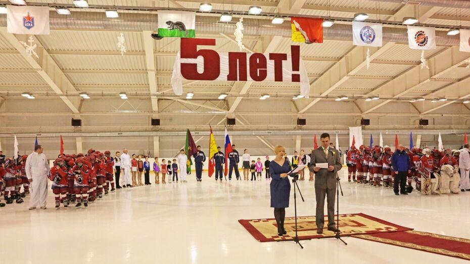 Бобровский ледовый дворец отметил свой первый юбилей