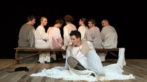 Российский молодежный театр показал в Воронеже страшную сказку на ночь