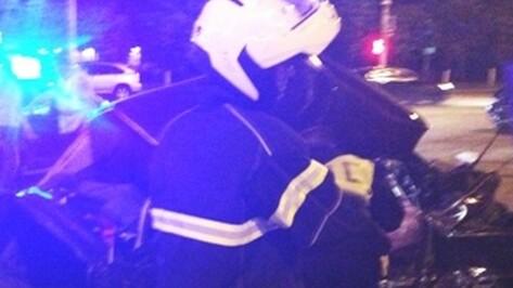 В Семилуках на скользкой дороге фура врезалась в две легковые машины