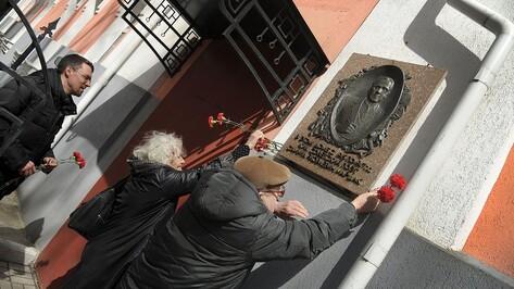 В Воронеже после реставрации открылась мемориальная доска Самуилу Маршаку