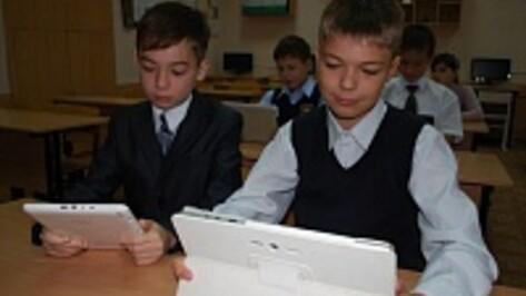 Россошанская школа выиграла грант на покупку электронных учебников