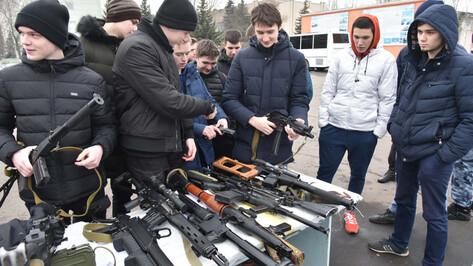 Воронежские подростки разобрали автомат на сборном пункте области