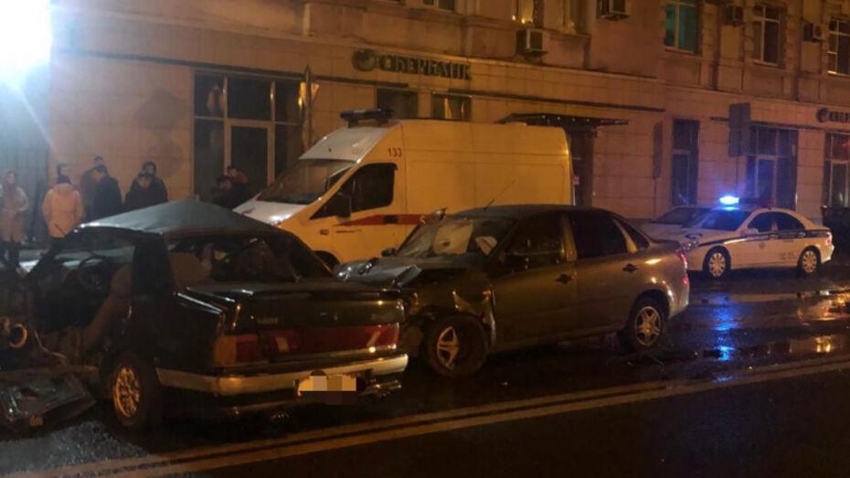 В ночной аварии с 7 пострадавшими в Воронеже погиб 17-летний парень