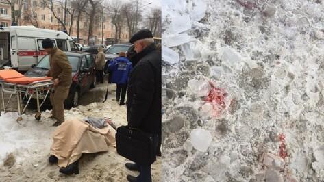 В Воронеже глыба льда упала на женщину на улице Плехановской