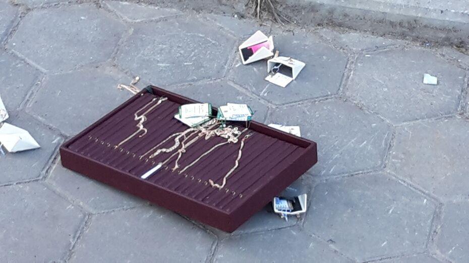 Очевидцы: в Воронеже трое ограбили ювелирный салон