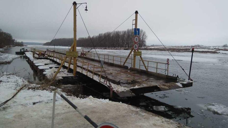 Сорванный льдиной понтонный мост восстановили в Воронежской области