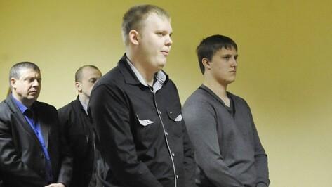 В Воронеже экс-полицейским, осужденным за пытки с наручниками и ломом, изменили реальные сроки на условные