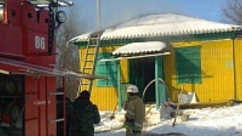 В Верхнемамонском районе сгорел сельский магазин