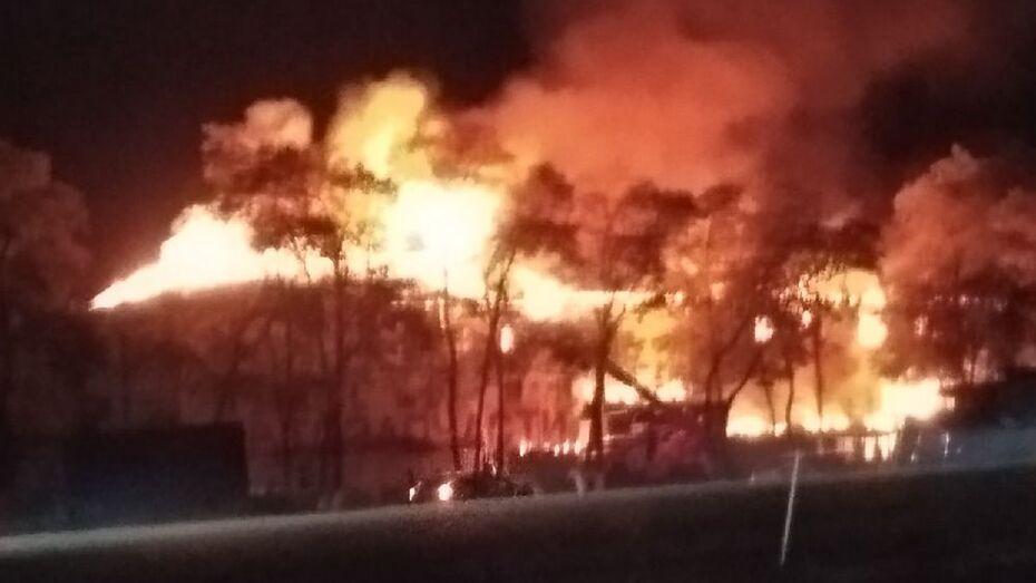Гостиница сгорела на трассе М-4 «Дон» в Воронежской области