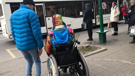 «Закрывали двери перед носом». Колясочники проверили общественный транспорт в Воронеже